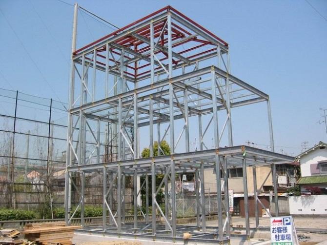 钢结构体系有着诸多其它体系不能取代的优势,应大力推广.